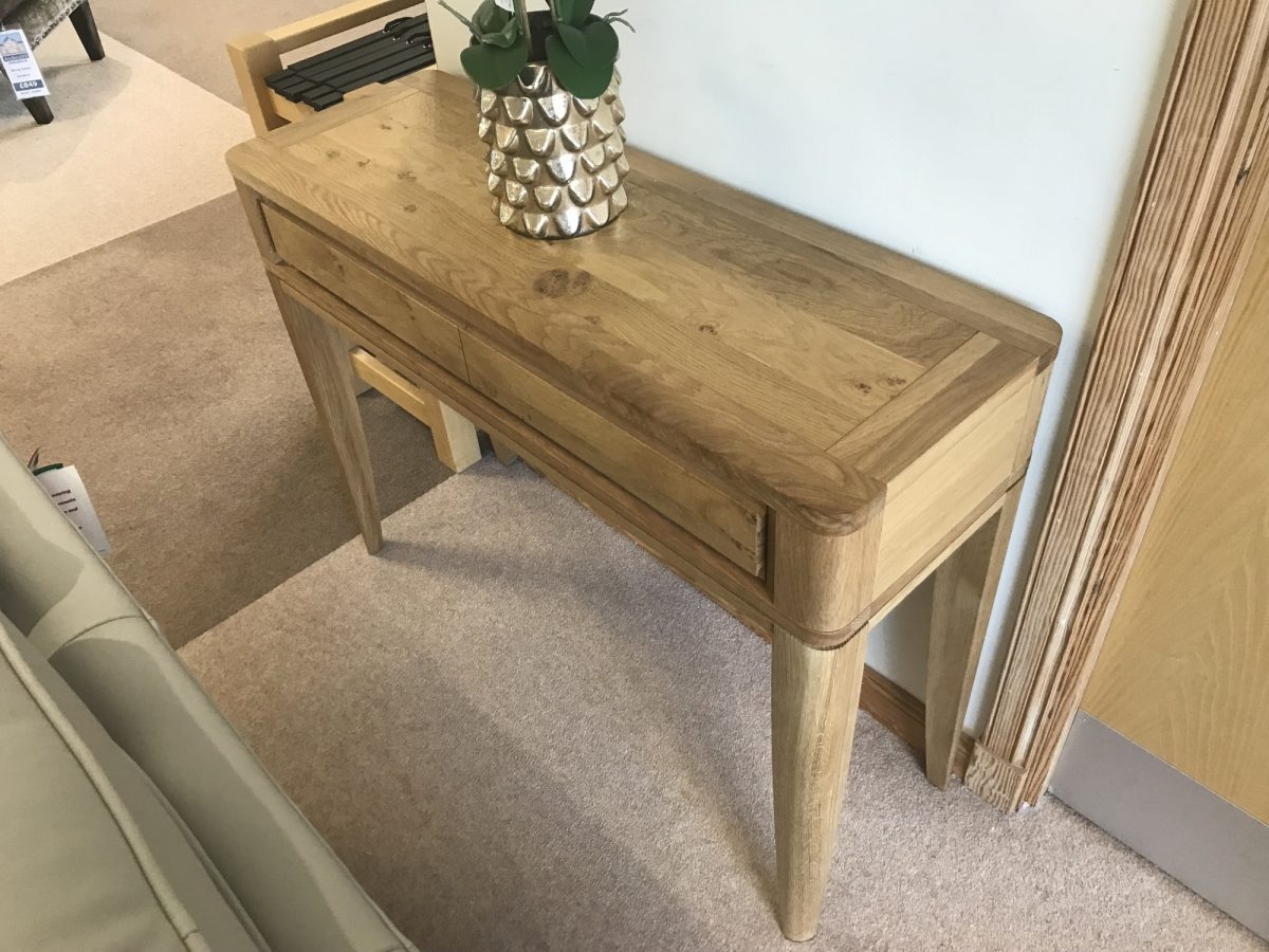 Grovsner Console Table