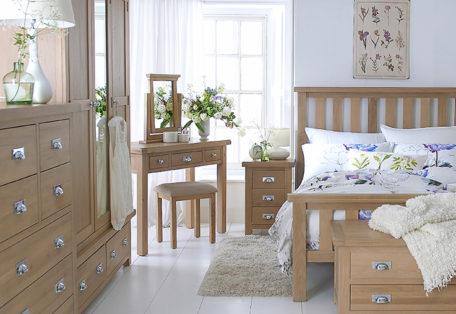 Lo Bedroom